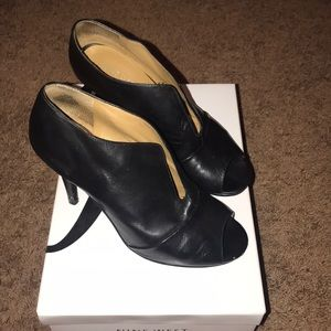 Size 6.5 Nine West open-toed booties